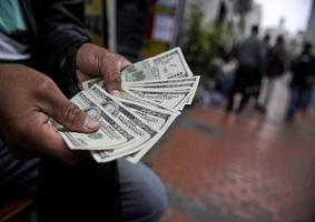 عضو کمیسیون اقتصادی مجلس بیان کرد: ضرر و زیان در کمین خریداران ارز